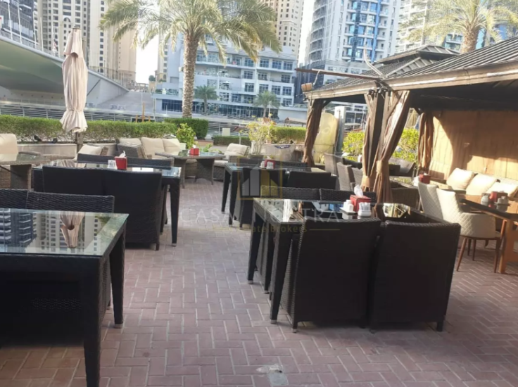 running-restaurant-with-shisha-marina-walk